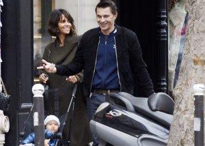 Foto: Halle Berry y Olivier Martinez pasean su amor por París (CORDONPRESS)