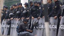 Foto: Los jóvenes peruanos se manifestarán este lunes contra la nueva ley laboral (REUTERS)