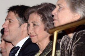 Foto: La Reina Sofía, demuestra solidaridad en el concierto de Raphael (EUROPA PRESS)