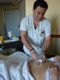 Foto: El 80% de los enfermeros asegura que se han visto reducidas las plantillas de en su unidad entre un 10 y un 50% (EUROPA PRESS)