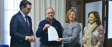 Foto: Inversión de 1,2 millones para el alumbrado público de Gines (Sevilla) (EUROPA PRESS/JUNTA DE ANDALUCÍA)
