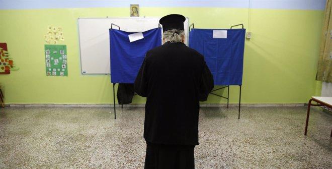 Foto: Grecia inicia unas elecciones históricas para definir su futuro en la Unión Europea (YANNIS BEHRAKIS / REUTERS)