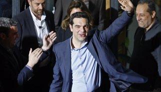 Tsipras, vencedor de la elecciones griegas, contesta con su primer tuit al actor Hugh Laurie
