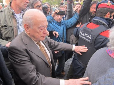 "Foto: Pujol al salir del xulgáu: ""les declaraciones fíceles ante'l que tenía que faceles"" (EUROPA PRESS)"