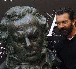 Foto: Banderas recibirá el Goya de Honor de manos de Almodóvar (EUROPA PRESS)