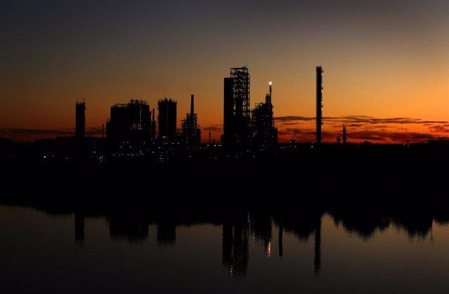 Foto: Economía/Energía.- El cierre de refinerías alcanza las 54 desde el inicio de la crisis, el 90% en países de la OCDE