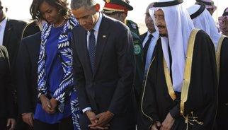 Críticas a Michelle Obama en Arabia Saudí por no llevar velo