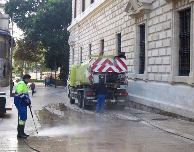 """Foto: Ayuntamiento de Málaga asegura que los contratos de limpieza están """"ajustados a precios"""" y rechaza investigar"""