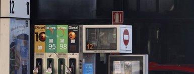 Foto: La gasolina y el gasóleo rompen más de dos meses de caídas y suben un 0,3% (EUROPA PRESS)