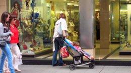 Foto: Descenden as prestacións por maternidade e paternidade (EUROPA PRESS)
