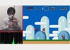 Foto: Un hombre juega a Super Mario World con la nariz