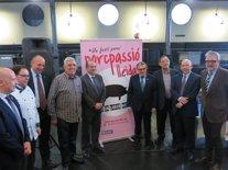 El alcalde de Lleida, Àngel Ros, junto a representantes del sector porcino.