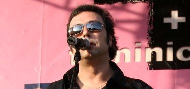 Foto: El músico y poeta Ángel Petisme, en concierto en el Centro Las Armas (ANGEL PETISEM)