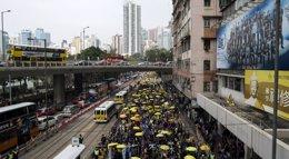 Foto: La Policía de Hong Kong extrema la seguridad en el retorno a la calle de los manifestantes de 'Occupy Central' (TYRONE SIU / REUTERS)