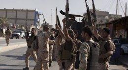 Foto: Las ventajas de unirse a las milicias chiíes frente al Ejército iraquí para combatir al Estado Islámico (STRINGER IRAQ / REUTERS)