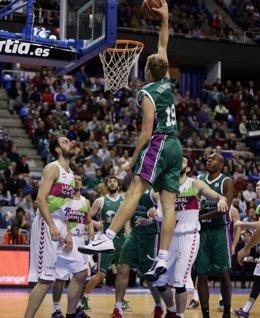 Foto: Unicaja mantiene el tipo ante Baskonia (ACB MEDIA)