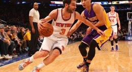 Foto: Los Knicks de Calderón se crecen ante los Lakers (REUTERS)