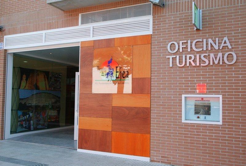 Econom a el pp niega la desprofesionalizaci n de las for Oficinas de unicaja en madrid