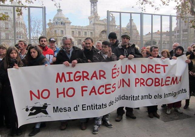 Concentración contra las muertes por frío y la aporofobia en Valencia