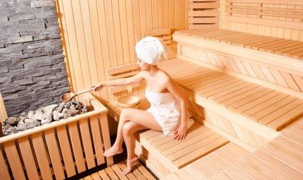 Foto: Descubre cómo una sauna mejora tu salud cardiovascular (GETTY//MIHA PEROÃ…Â¡A)