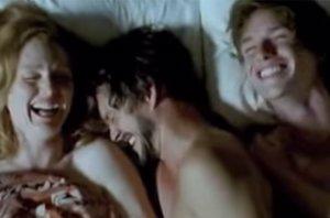 Foto: Eddie Redmayne y Julianne Moore, los ganadores del Oscar que compartieron cama (FOTOGRAMA DE LA PELÍCULA SAVAGE GRACE)