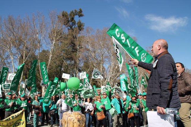 Concentración de delegados de CSIF-A ante el Palacio de San Telmo