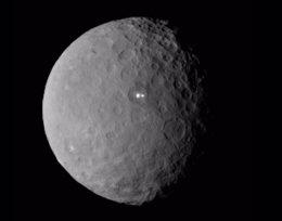 Foto: Crece el misterio con un segundo punto brillante en el miniplaneta Ceres (NASA/JPL-CALTECH/UCLA/MPS/DLR/IDA)