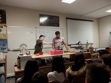 Foto: Estudiantes de Secundaria aprenden Física en la UC (UC)