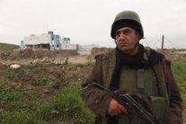 Un miliciano kurdo-iraquí de los peshmerga en Zumar