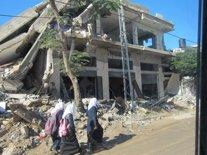 Niñas paseando por Gaza