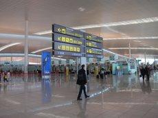 Foto: Es dupliquen les intervencions de diners sense declarar a l'Aeroport del Prat (EUROPA PRESS)