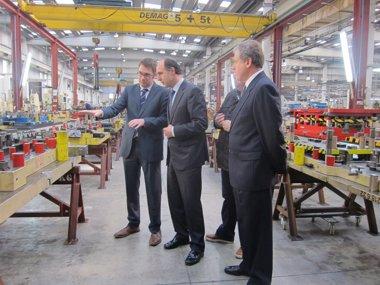 Foto: Diego se compromete a apoyar la inversión de las empresas (EUROPA PRESS)