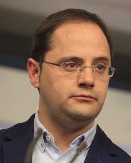 """Foto: César Luena: """"Si el PP es un partido defraudador, quien lo preside ya sabemos todos lo que es"""" (EUROPA PRESS)"""