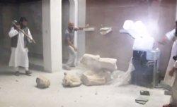 Foto: Iraq.-El primer ministre iraquià promet trobar als vàndals d'Estat Islàmic que van destruir peces de museu (YOUTUBE)