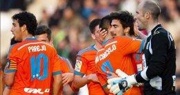 Foto: (Previa) El Valencia, a ganar a la Real Sociedad y a aprovechar el duelo del Pizjuán (LFP)