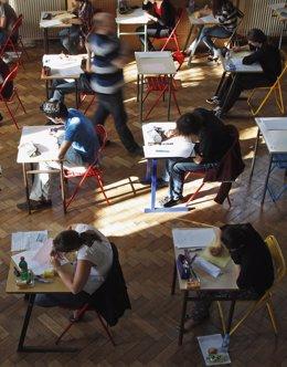 Foto: La Defensora del Pueblo recomienda dar más participación a los padres en la gestión de casos de acoso escolar (VICENT KESSLER/REUTERS)