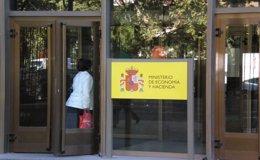 Foto: El Gobierno prevé una concentración de aseguradoras por la norma de Solvencia II (EUROPA PRESS)