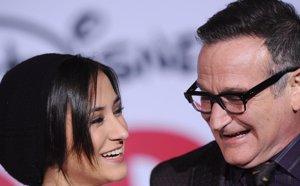 Foto: La hija de Robin Williams explica el porqué de su tatuaje de colibrí por su  padre (CORDON PRESS)
