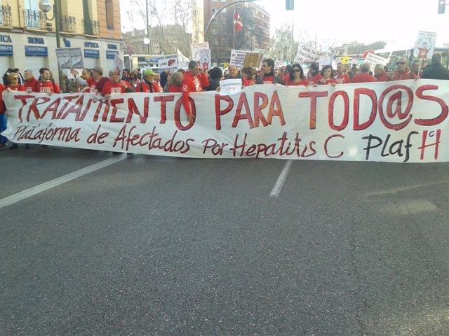 """Foto: Afectados por la Hepatitis C se manifiestan en 'La Marcha a las Cortes' para exigir sus tratamientos """"ya"""""""