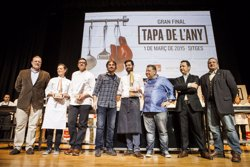 Foto: Agro.-Manuel Núñez del restaurant Arume de Barcelona guanya la Tapa de l'Any (ESTRELLA DAMM)