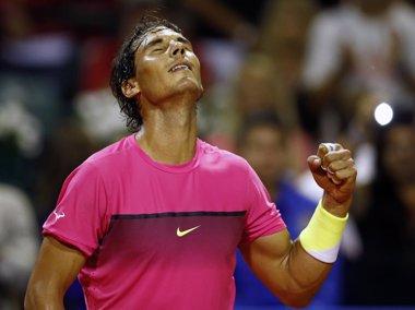 Foto: Nadal muerde en Buenos Aires la primera conquista de 2015 (REUTERS)