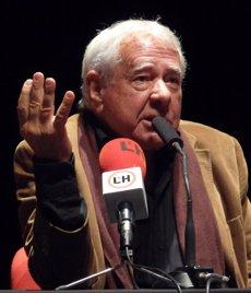 Foto: Mor l'escriptor i periodista Francisco González Ledesma (WIKIMEDIA)
