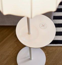 Foto: MWC.- Ikea vendrà mobles i llums per carregar mòbils i 'tablets' sense necessitat d'endoll (IKEA)