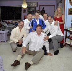Foto: Fidel Castro rep 'els Cinc' (GRANMA)