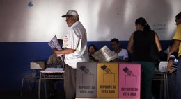 Foto: El TSE no aportará datos preliminares del recuento de votos tras las elecciones legislativas y locales (REUTERS)