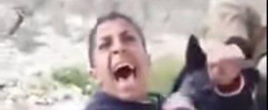 Foto: Publicado un vídeo en el que soldados israelíes amenazan con perros a un adolescente palestino (YOUTUBE)