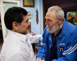 Foto: Fidel Castro fa pública la correspondència amb Maradona (HANDOUT . / REUTERS)
