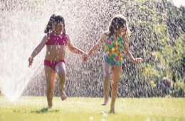 Foto: Con amigos, los niños realizan más ejercicio (GETTY)