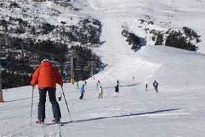 Foto: El 43% de accidentes de esquí acaba en lesión de rodilla, el 12% de hombro y el 8% de pulgar (CHRIS CORCES)