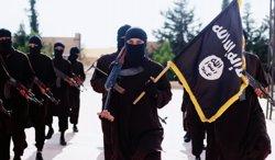 Foto: Síria.- Identificats dos malaisis que apareixen en un vídeo d'Estat Islàmic decapitant un sirià (REVISTA DABIQ)